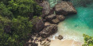 klipper og strand